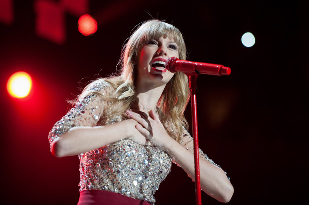 2653799-taylor-swift-3-jingle-ball-617-409