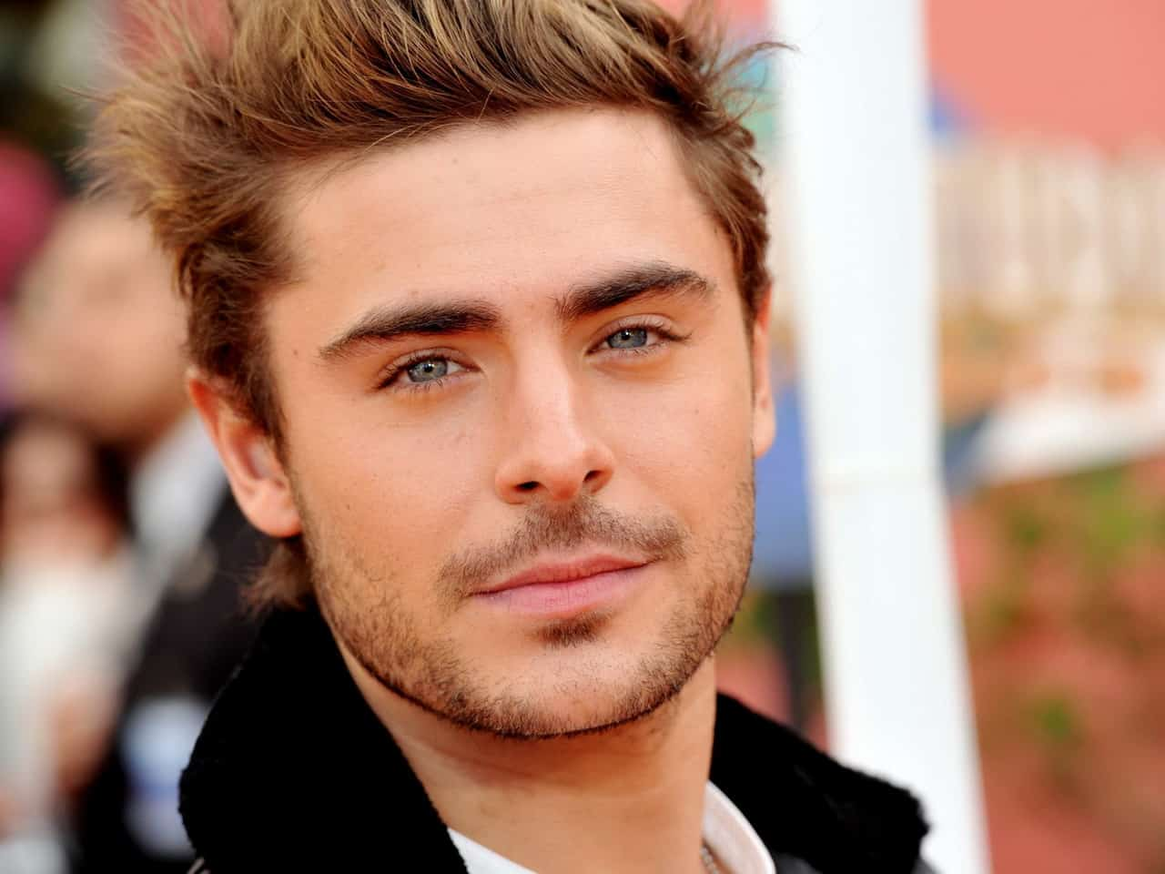 Zan Efron breaks jaw after accidentally slipping on his face
