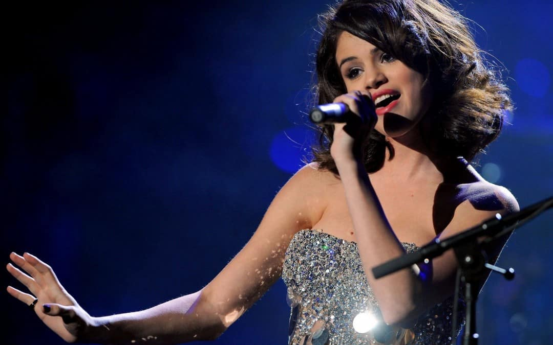 Selena-Gomez-Concert-2012-HD-Wallpaper-1080x675