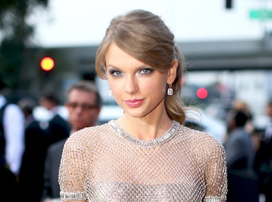 rs_560x415-140126170312-1024.Taylor-Swift-Mesh-Gown-Grammy-Awards.jl.012614